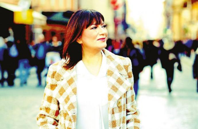 Mariella Nava si racconta, celebrando i 30 anni di attività con un album