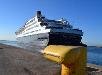 Nave da crociera nel porto di Taranto