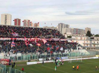 Calcio, Gravina vietata ai tifosi del Taranto