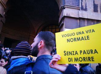 """Taranto: """"Delusi dal Governo"""", sit in di protesta sotto la Prefettura"""