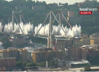 Le mine buttano giù il ponte Morandi (video)