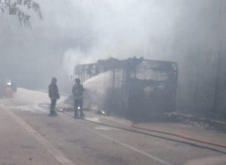 Taranto, il bus in fiamme era tra i più vecchi dell'Amat