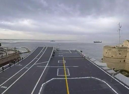 Tra i due mari di Taranto, video spettacolare… da nave Cavour