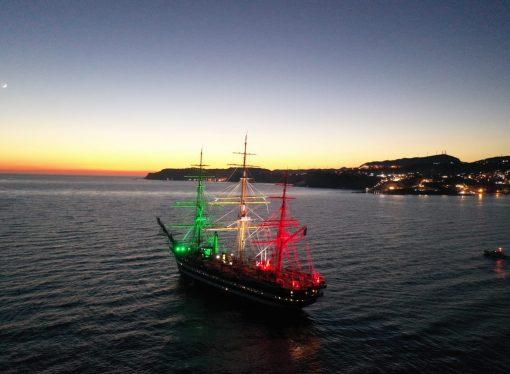 La Vespucci è nel Golfo di Taranto, domani entrerà in Mar Piccolo