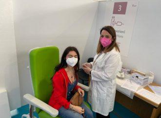 Vaccino prima degli esami, a Taranto grande affluenza di studenti. Anticipata la partenza