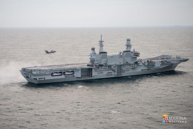 Nave Cavour di nuovo a Taranto dopo tre mesi di missione negli USA