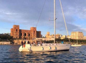 """In barca a vela contro la violenza di genere, anche a Taranto fiocco rosso sull'albero maestro <span class=""""dashicons dashicons-calendar""""></span>"""