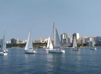 Taranto, una veleggiata in Mar grande
